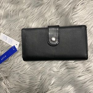 NWT Apt. 9 Soho Leather RFID-Blocking Tab Clutch